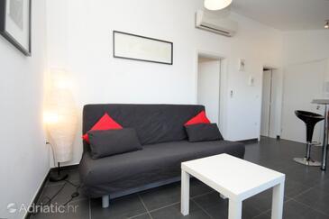 Fažana, Living room in the apartment, dostupna klima.