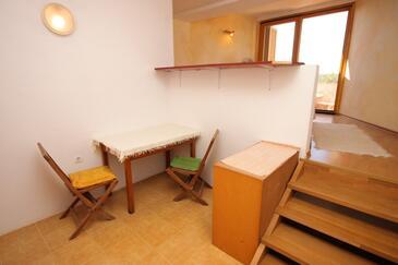 Medulin, Jadalnia w zakwaterowaniu typu studio-apartment, zwierzęta domowe są dozwolone i WiFi.
