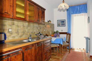 Poreč, Dining room in the studio-apartment, WIFI.