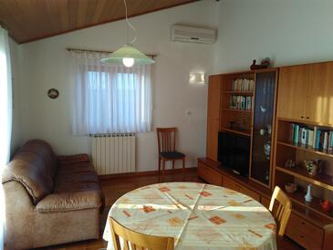 Presika, Living room in the apartment, dostupna klima i WIFI.