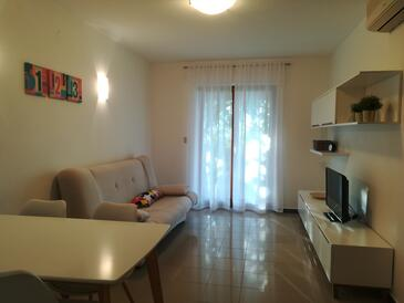 Presika, Sala de estar in the apartment, air condition available y WiFi.