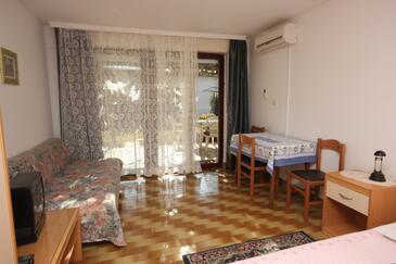 Pješčana Uvala, Dining room in the studio-apartment, dopusteni kucni ljubimci i WIFI.