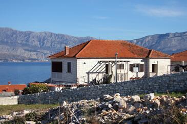 Postira, Brač, Objekt 740 - Ubytování v blízkosti moře s oblázkovou pláží.