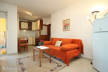 Premantura, Living room in the apartment, dostupna klima.