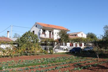 Valtura, Pula, Property 7419 - Apartments with sandy beach.