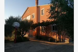 Apartments with a parking space Pula - 7420