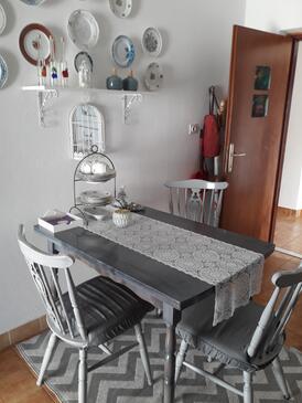 Sutivan, Dining room in the apartment, dopusteni kucni ljubimci i WIFI.