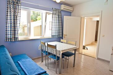 Vinkuran, Esszimmer in folgender Unterkunftsart apartment, Klimaanlage vorhanden und WiFi.