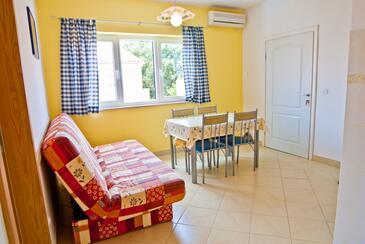 Vinkuran, Dining room in the apartment, dostupna klima i WIFI.