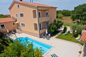 Family friendly apartments with a swimming pool Vinkuran, Pula - 7444