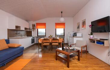 Manjadvorci, Living room in the apartment, air condition available, (pet friendly) and WiFi.