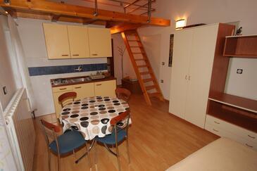 Manjadvorci, Jídelna v ubytování typu studio-apartment, WiFi.
