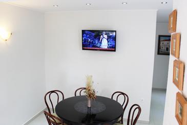 Novi Vinodolski, Dining room in the apartment, dostupna klima, dopusteni kucni ljubimci i WIFI.