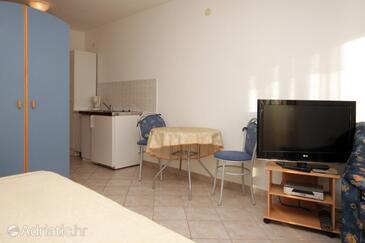 Ravni, Dining room in the studio-apartment, WIFI.