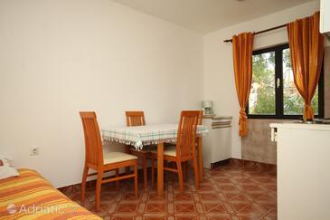 Premantura, Jídelna v ubytování typu apartment, domácí mazlíčci povoleni a WiFi.