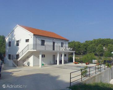 Sutivan, Brač, Property 747 - Apartments with pebble beach.