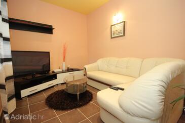 Čepić, Living room in the house, dopusteni kucni ljubimci.