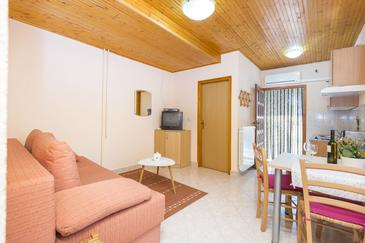 Vinež, Living room in the apartment, air condition available and WiFi.