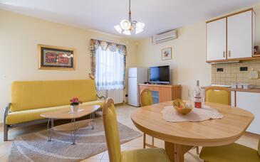Medulin, Jadalnia w zakwaterowaniu typu apartment, dostupna klima i WIFI.