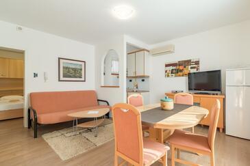 Medulin, Jídelna v ubytování typu apartment, dostupna klima i WIFI.