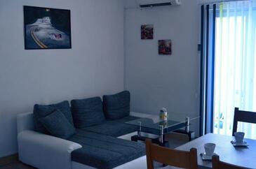 Medići, Living room in the apartment, dostupna klima i WIFI.