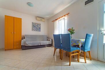 Ražanj, Jedáleň v ubytovacej jednotke apartment, dostupna klima i WIFI.