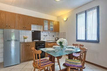 Banjole, Dining room in the apartment, dopusteni kucni ljubimci i WIFI.