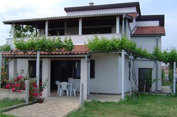 Banjole, Pula, Obiekt 7487 - Apartamenty ze żwirową plażą.
