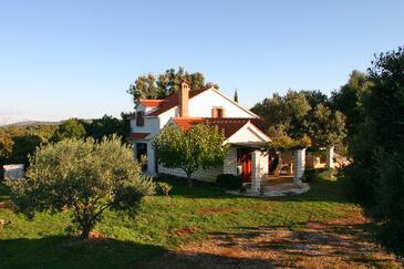Pučišća, Brač, Объект 749 - Дом для отдыха с галечным пляжем.