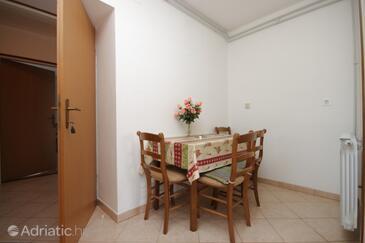 Duga Luka (Prtlog), Dining room in the apartment, dopusteni kucni ljubimci i WIFI.