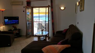 Medulin, Sala de estar in the apartment, air condition available y WiFi.