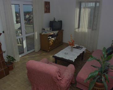 Sutivan, Obývacia izba v ubytovacej jednotke apartment, dostupna klima i WIFI.