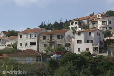 Sutivan, Brač, Property 750 - Apartments with pebble beach.