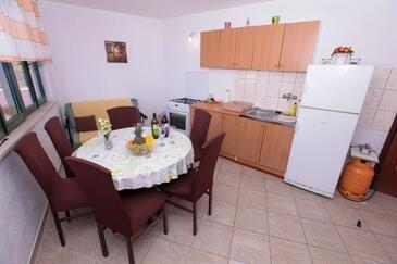 Pobij, Salle à manger dans l'hébergement en type apartment, WiFi.