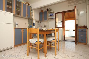 Seget Vranjica, Столовая в размещении типа apartment, доступный кондиционер и WiFi.
