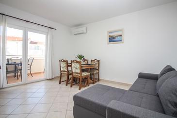 Rogoznica, Obývací pokoj v ubytování typu apartment, domácí mazlíčci povoleni.