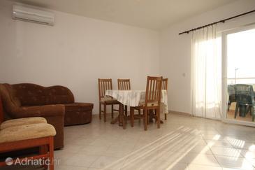 Rogoznica, Dining room in the apartment, dostupna klima i dopusteni kucni ljubimci.