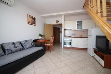 Rogoznica, Living room in the apartment, air condition available and (pet friendly).