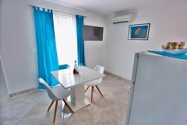 Sutivan, Jídelna v ubytování typu apartment, s klimatizací, domácí mazlíčci povoleni a WiFi.