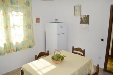 Sutivan, Dining room in the apartment, dopusteni kucni ljubimci.