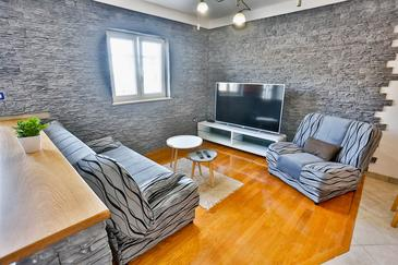 Sutivan, Living room in the apartment, (pet friendly) and WiFi.