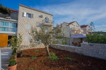 Sutivan, Brač, Property 752 - Apartments with pebble beach.
