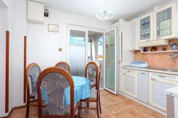 Orij, Jadalnia w zakwaterowaniu typu apartment, dostupna klima i WIFI.
