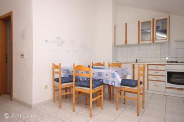 Supetar, Dining room in the apartment, dostupna klima i WIFI.