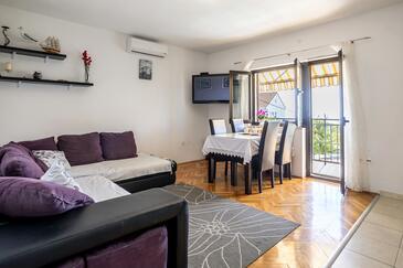 Podstrana, Obývacia izba 1 v ubytovacej jednotke house, klimatizácia k dispozícii a WiFi.