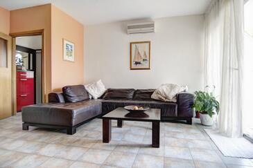 Pučišća, Obývací pokoj v ubytování typu apartment, s klimatizací a WiFi.