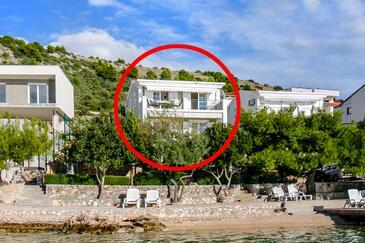 Zatoglav, Rogoznica, Property 7540 - Apartments near sea with pebble beach.