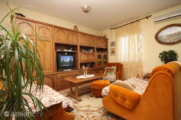 Arbanija, Living room in the apartment, dostupna klima.