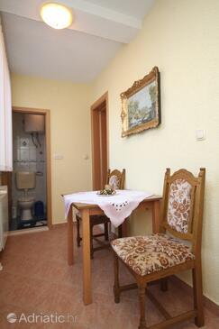 Okrug Gornji, Dining room in the apartment, WIFI.