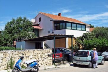 Supetar, Brač, Obiekt 7549 - Apartamenty przy morzu ze żwirową plażą.